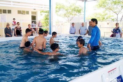 Đà Nẵng: Nghỉ hè 3 tháng, khai thác tối đa công suất dạy bơi cho học sinh